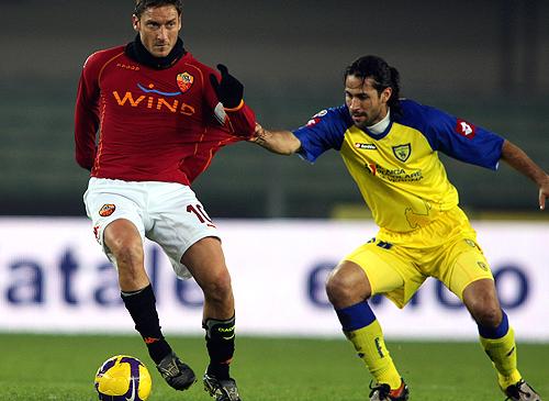 La AS Roma ganó un partido muy apretado y sigue dando pelea junto a otros equipos
