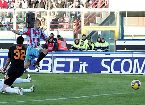 La A.S. Roma perdió más que un partido porque Francesco Totti se lesiono y estará fuera de las canchas un mes por lo menos