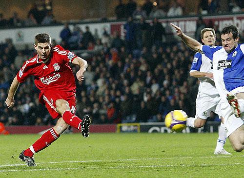 El Liverpool ganó de visitante y mantiene la diferencia con los demás equipos