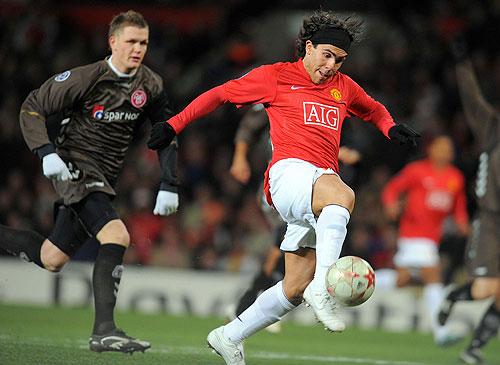 El Manchester United termino en el primer lugar de su Grupo sin perder ningún partido, pero empatando 4 encuentros y obteniendo sólo dos triunfos