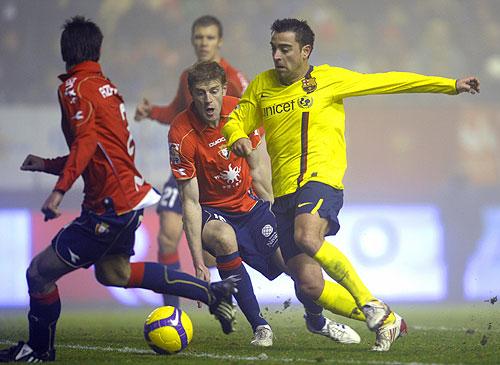 El volante Español campeón con su Selección de la EuroCopa 2008 anoto el tanto del empate pero luego quedo golpeado