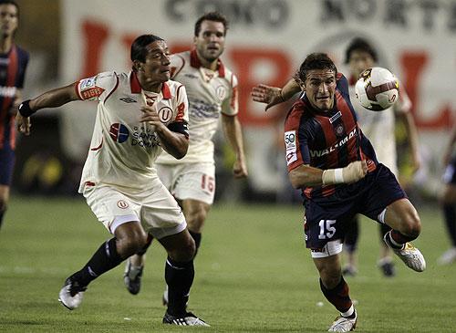 Un gran primer tiempo de Norberto Solano fue suficiente para que su equipo se quedase con el triunfo luego de la derrota frente a Libertad en Paraguay en el primer partido del Grupo