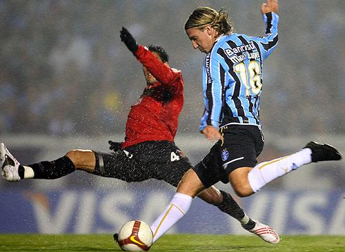 Maxi López tuvo que pasar un rato largo en la comisaría por un insulto a un jugador de Cruzeiro